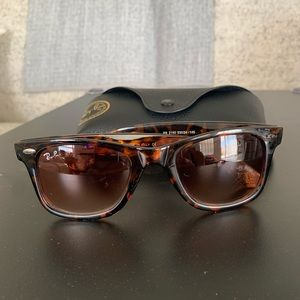 Ray Ban Sunglasses *Scratch on Lens*